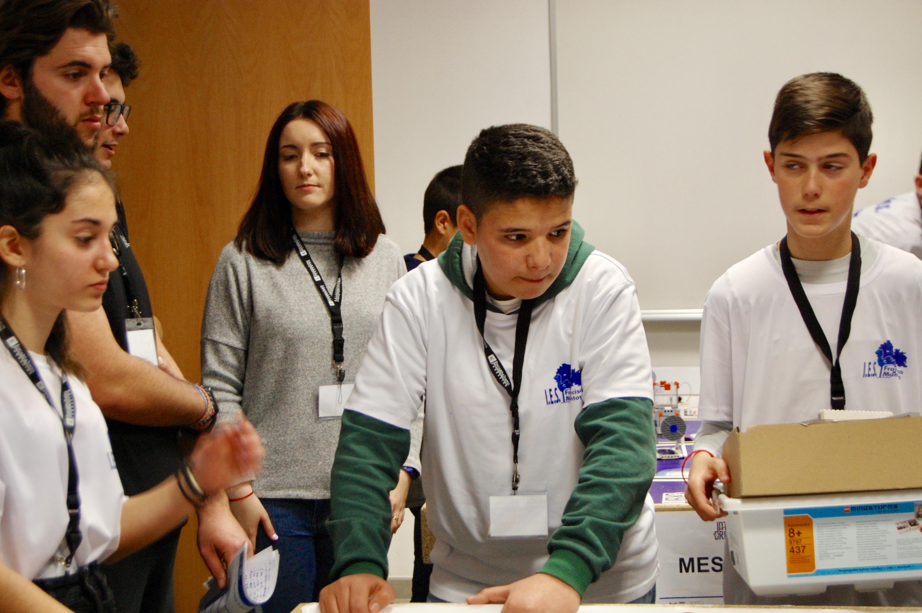 Abdellah Mouredi consigue el Bachillerato Internacional gracias al Grupo Cosentino