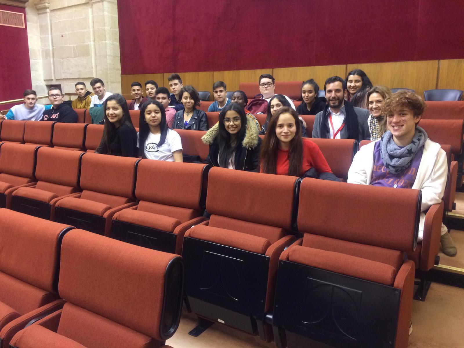 Alumnado del IES Francisco Montoya asiste a un pleno en el Parlamento de Andalucía